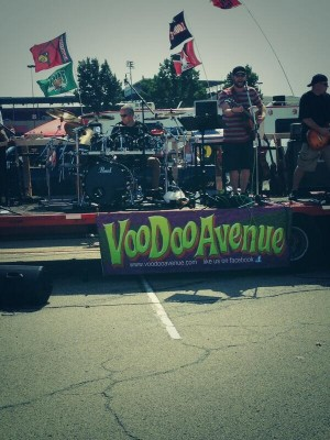 Louisville Football Tailgating - Amber Chapa and VooDoo Avenue