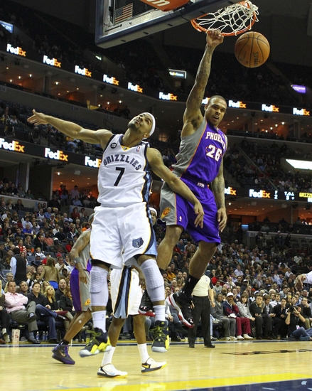 Feb 5, 2013; Memphis, MTN, USA; Phoenix Suns point guard Shannon Brown (26) dunks the ball while guarded by Memphis Grizzlies point guard Jerryd Bayless (7) during the game at the FedEx Forum. Phoenix Suns defeat the Memphis Grizzlies 96-90. Mandatory Credit: Spruce DerdenUSA TODAY Sports