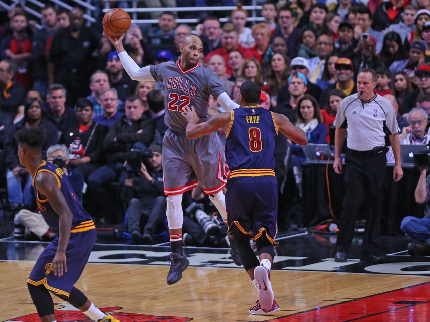 9717982-channing-frye-taj-gibson-nba-cleveland-cavaliers-chicago-bulls
