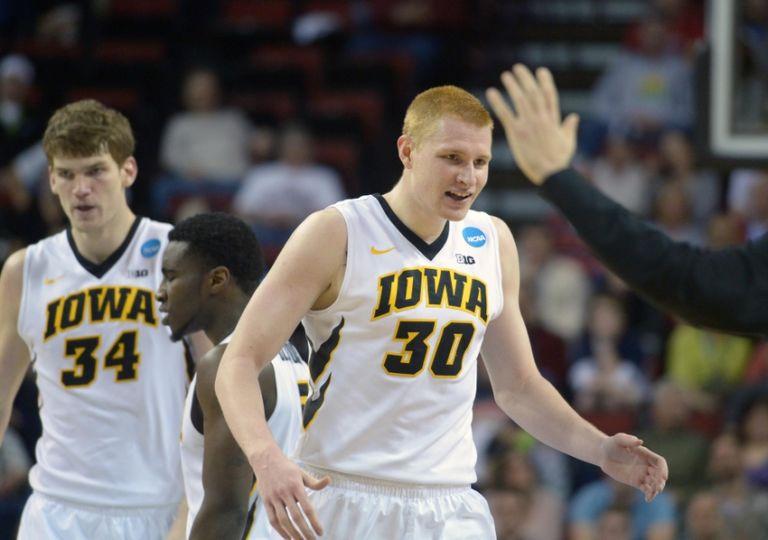 Aaron-white-ncaa-basketball-ncaa-tournament-2nd-round-iowa-vs-davidson-1-768x540