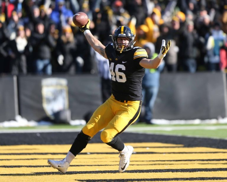 8940661-george-kittle-ncaa-football-purdue-iowa-768x615