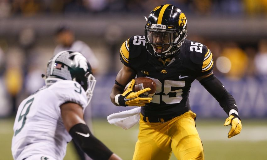 8977500-akrum-wadley-montae-nicholson-ncaa-football-big-ten-championship-iowa-vs-michigan-state-850x510