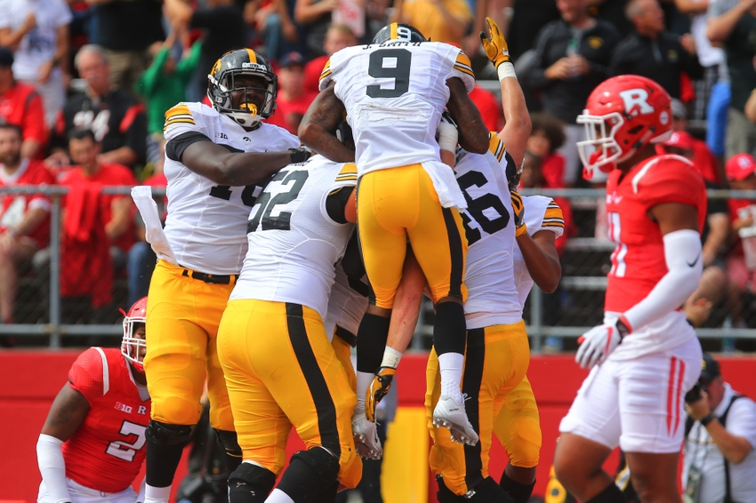 9560661-george-kittle-ncaa-football-iowa-rutgers