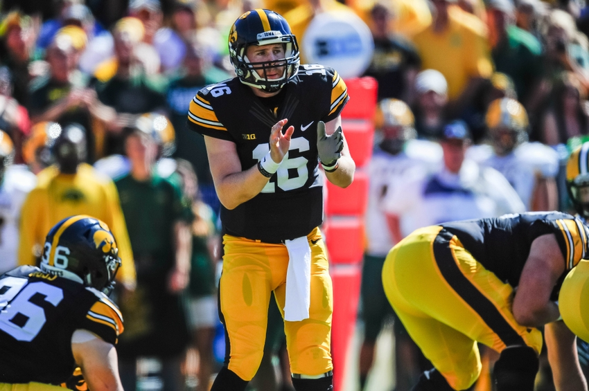 9573535-c.j.-beathard-ncaa-football-north-dakota-state-iowa