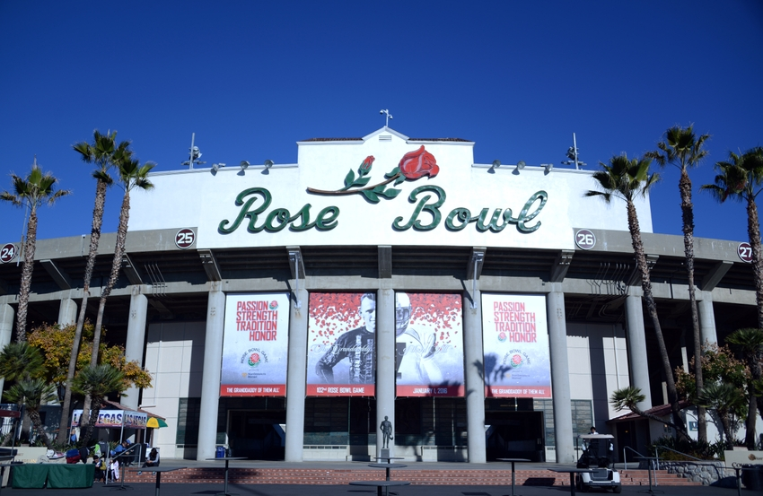 9029764-ncaa-football-rose-bowl-stanford-vs-iowa