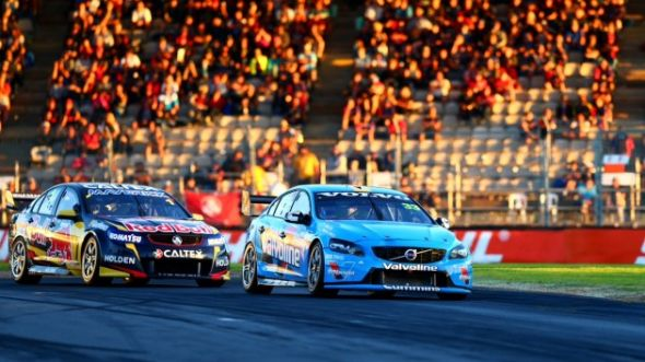 Scott McLaughlin leads Jamie Whincup at the 2014 Clipsal 500. source: v8supercars.com.au