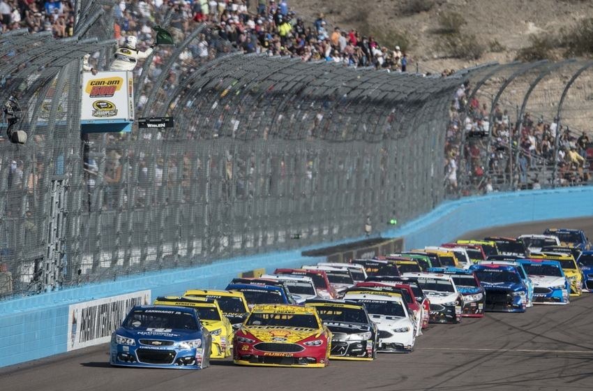 Nov 13, 2016; Avondale, AZ, USA; Sprint Cup Series driver Alex Bowman (88) and driver Matt Kenseth (20) and driver Joey Logano (22) lead on a restart during the Can-Am 500 at Phoenix International Raceway. Mandatory Credit: Jerome Miron-USA TODAY Sports