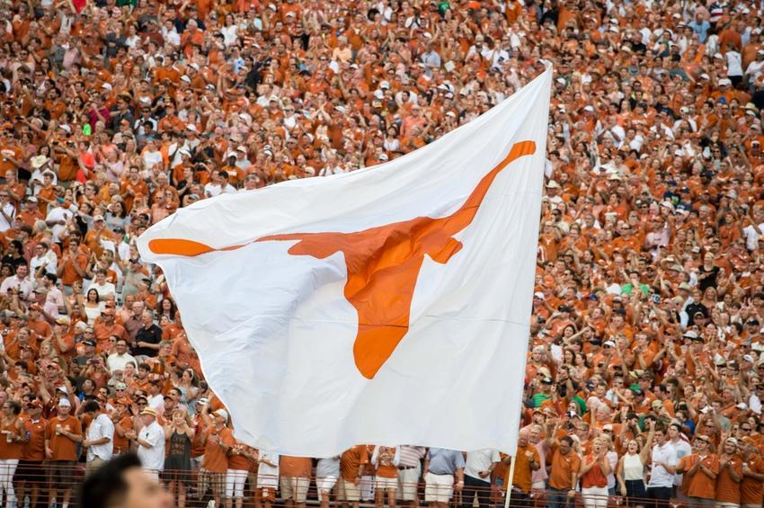 9528008-ncaa-football-notre-dame-texas