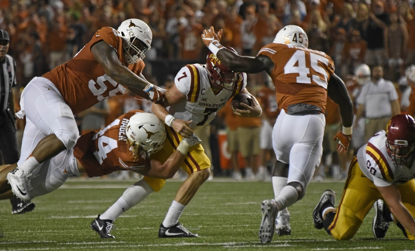 9609607-ncaa-football-iowa-state-texas-1