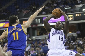 Tyreke Evans shoots over Klay Thompson