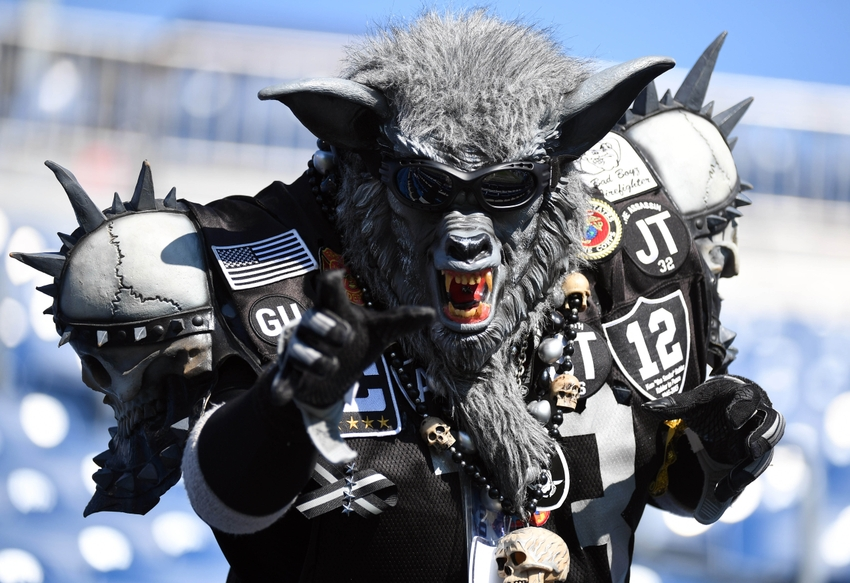9563916-nfl-oakland-raiders-tennessee-titans