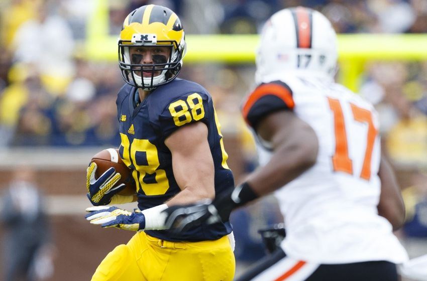 Sep 12, 2015; Ann Arbor, MI, USA; Michigan Wolverines tight end Jake Butt (88) runs the ball in the first quarter against the Oregon State Beavers at Michigan Stadium. Mandatory Credit: Rick Osentoski-USA TODAY Sports