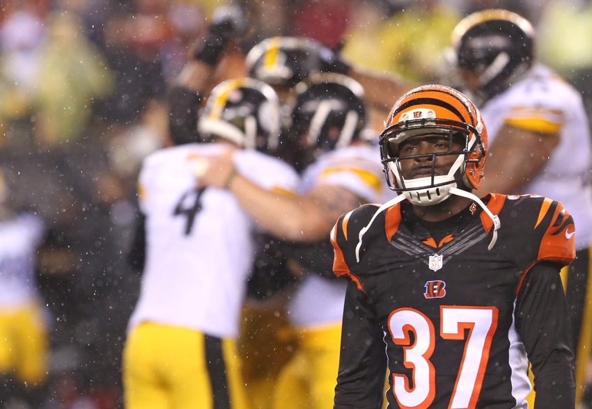 Jan 9, 2016; Cincinnati, OH, USA; Cincinnati Bengals cornerback Chris Lewis-Harris (37) against the Pittsburgh Steelers during a AFC Wild Card playoff football game at Paul Brown Stadium. Mandatory Credit: Aaron Doster-USA TODAY Sports