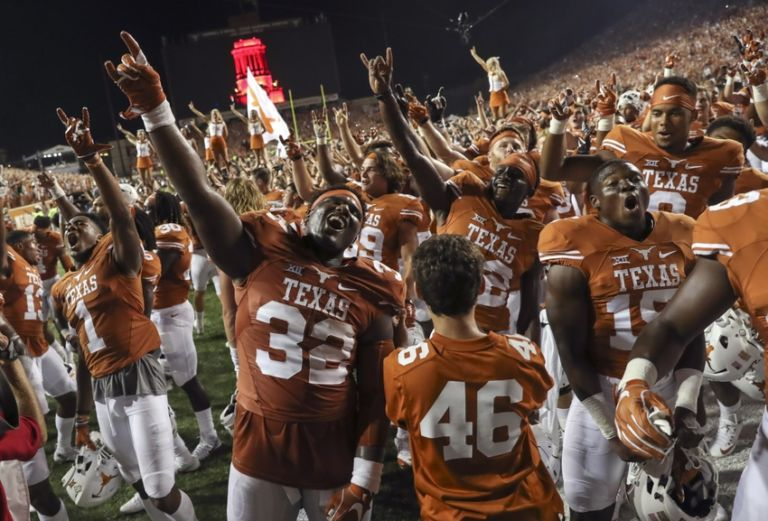 Former texas players react to stunning 2ot upset over notre dame
