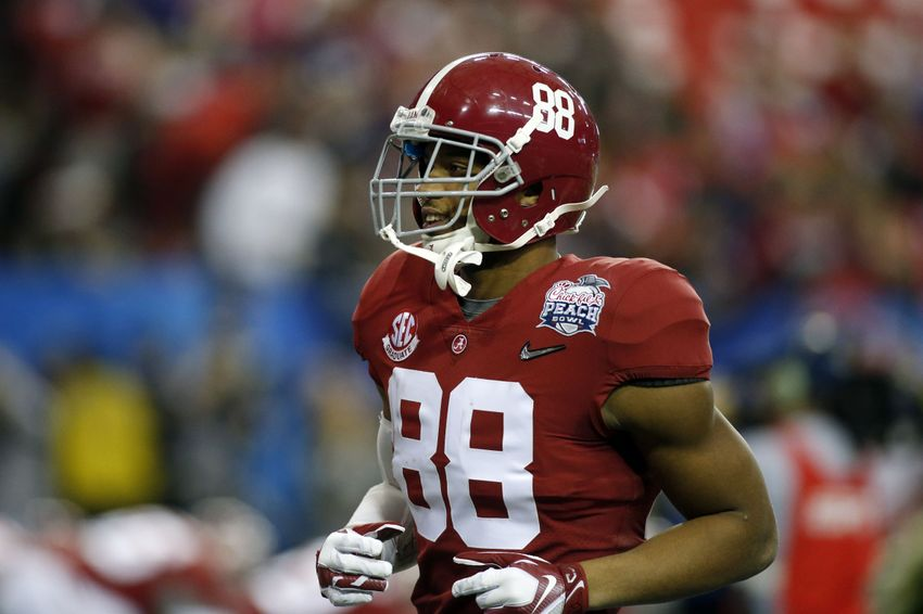 Dec 31, 2016; Atlanta, GA, USA; Alabama Crimson Tide tight end O.J. Howard (88) warms up prior to the 2016 CFP semifinal against the Washington Huskies at the Peach Bowl at the Georgia Dome. Mandatory Credit: Brett Davis-USA TODAY Sports