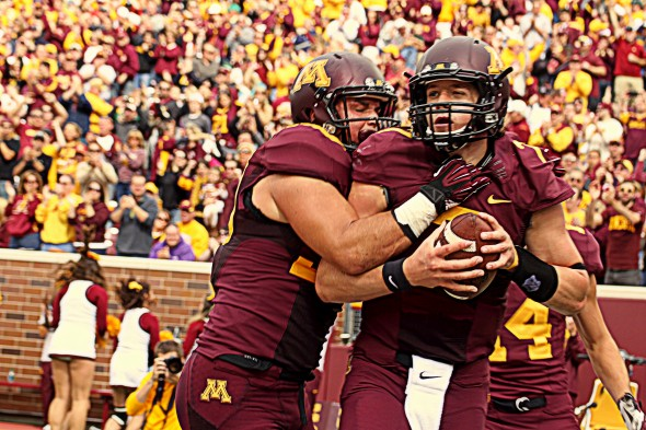 Mitch Leidner celebrates touchdown for Minnesota in Gophers win