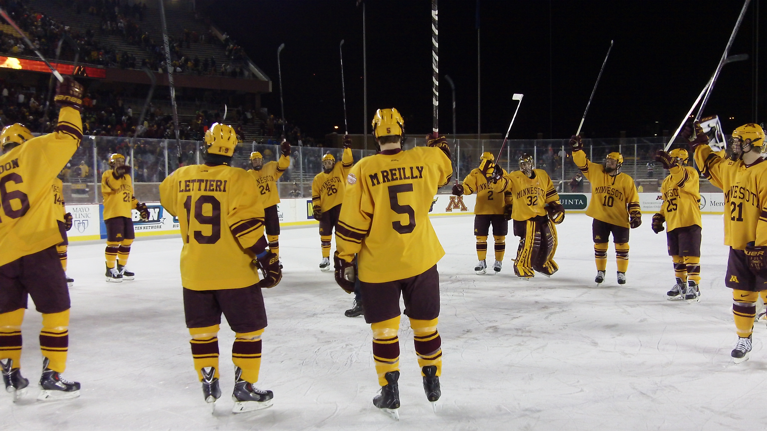 hockey at tcf bank stadium