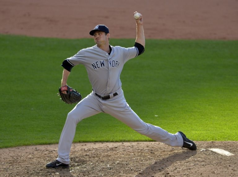 Andrew-miller-mlb-new-york-yankees-cleveland-indians-768x572