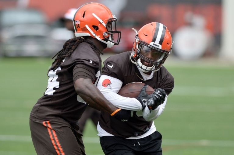 9328574-isaiah-crowell-nfl-cleveland-browns-minicamp-768x510