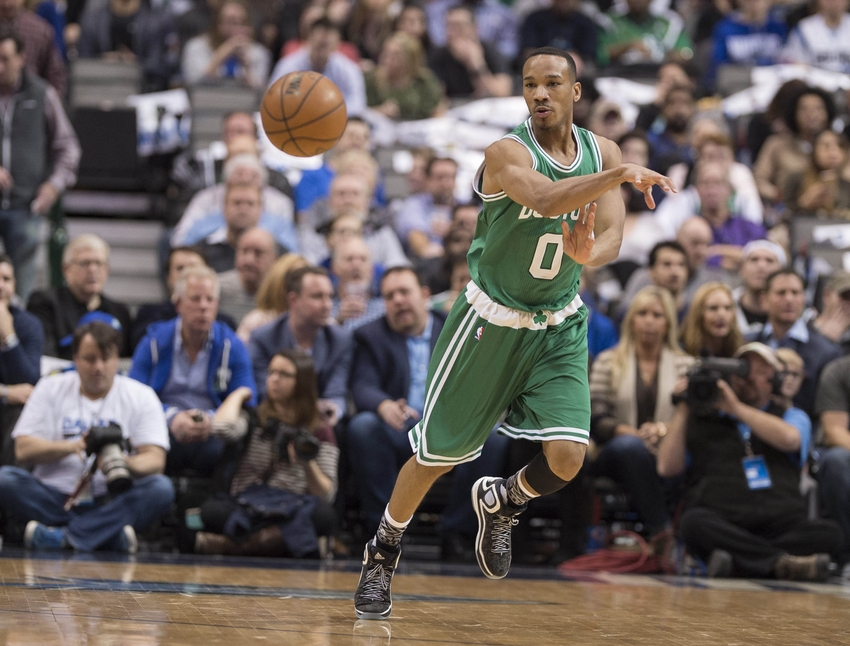 Isaiah Thomas has big 4th quarter to lift Celtics over Mavs