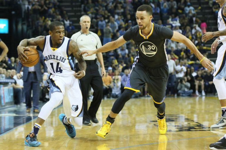 Stephen-curry-xavier-munford-nba-golden-state-warriors-memphis-grizzlies-768x511