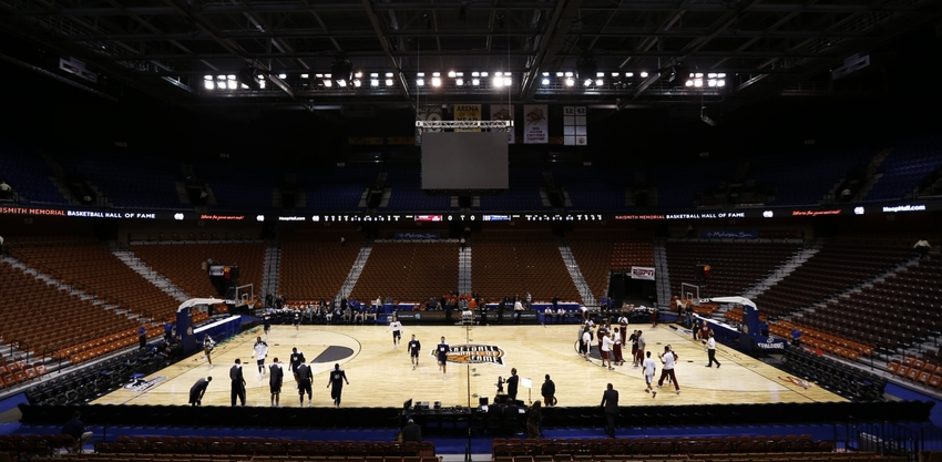 Ncaa-basketball-hall-of-fame-tip-off-massachusetts-vs-notre-dame