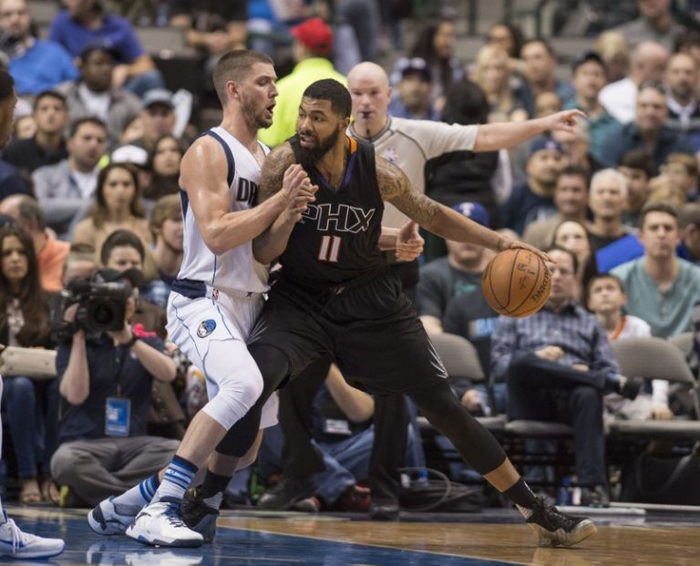 Markieff-morris-chandler-parsons-nba-phoenix-suns-dallas-mavericks-768x0