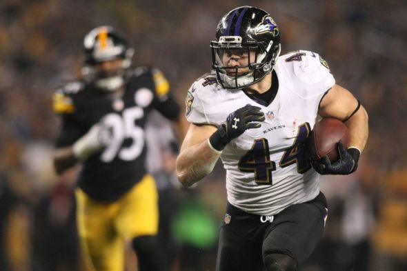 Jan 3, 2015; Pittsburgh, PA, USA; Baltimore Ravens fullback Kyle Juszczyk (44) carries the ball in front of Pittsburgh Steelers outside linebacker Jarvis Jones (95) in the third quarter during the 2014 AFC Wild Card playoff football game at Heinz Field. Mandatory Credit: Jason Bridge-USA TODAY Sports