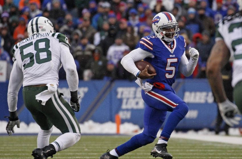 Jan 3, 2016; Orchard Park, NY, USA; Buffalo Bills quarterback Tyrod Taylor (5) runs with the ball as New York Jets linebacker Erin Henderson (58) pursues during the second half at Ralph Wilson Stadium. Bills beat the Jets 22-17. Mandatory Credit: Kevin Hoffman-USA TODAY Sports