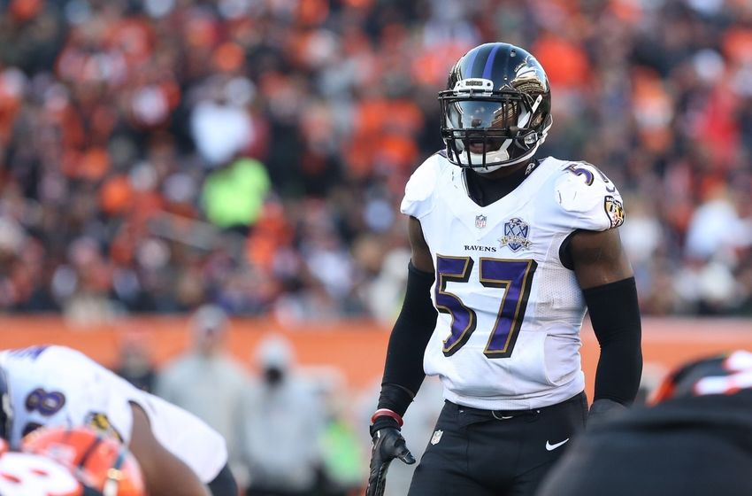 Jan 3, 2016; Cincinnati, OH, USA; Baltimore Ravens inside linebacker C.J. Mosley (57) against the Cincinnati Bengals at Paul Brown Stadium. The bengals won 24-16. Mandatory Credit: Aaron Doster-USA TODAY Sports
