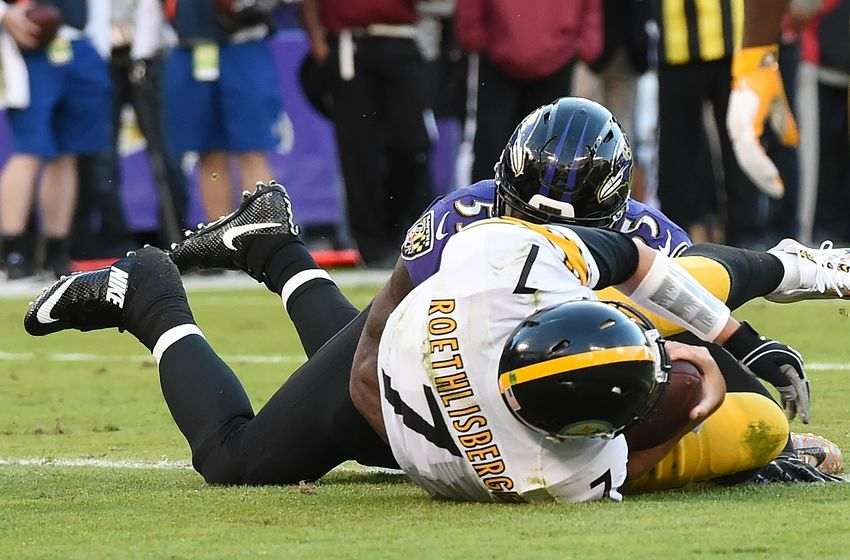 Nov 6, 2016; Baltimore, MD, USA; Pittsburgh Steelers quarterback Ben Roethlisberger (7) dives into the touchdown as Baltimore Ravens outside linebacker Terrell Suggs (55) tackles during the fourth quarter at M&T Bank Stadium. Baltimore Ravens defeated Pittsburgh Steelers 21-14. Mandatory Credit: Tommy Gilligan-USA TODAY Sports
