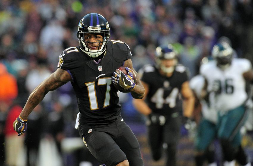 Dec 18, 2016; Baltimore, MD, USA; Baltimore Ravens wide receiver Mike Wallace (17) runs with the ball in the fourth quarter against the Philadelphia Eagles at M&T Bank Stadium. Mandatory Credit: Evan Habeeb-USA TODAY Sports