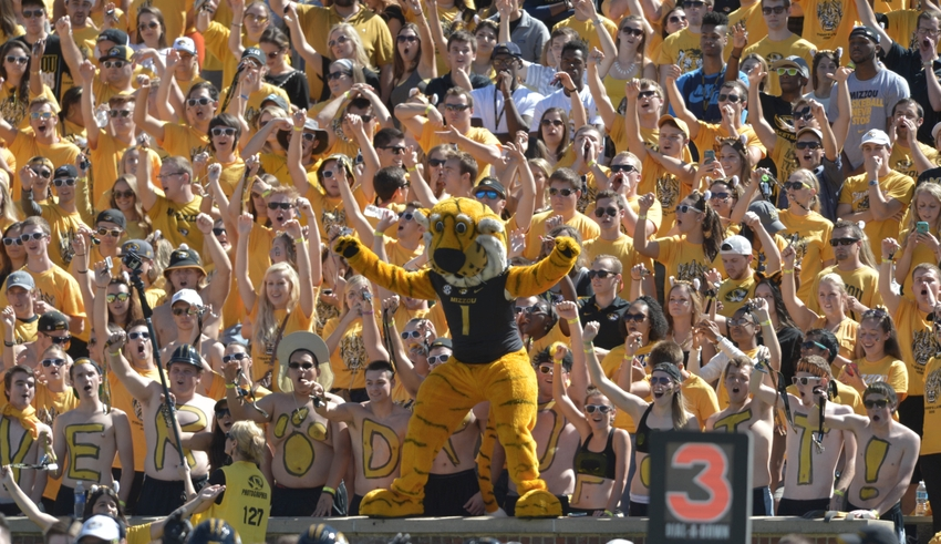 Ncaa-football-connecticut-missouri