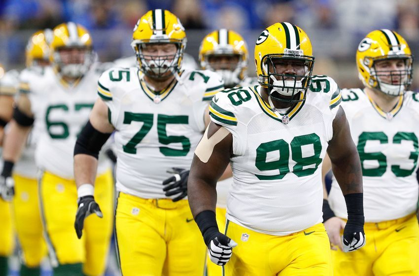 Jan 1, 2017; Detroit, MI, USA; Green Bay Packers defensive end Letroy Guion (98) runs onto the field with teammates before the game against the Detroit Lions at Ford Field. Packers won 31-24. Mandatory Credit: Raj Mehta-USA TODAY Sports