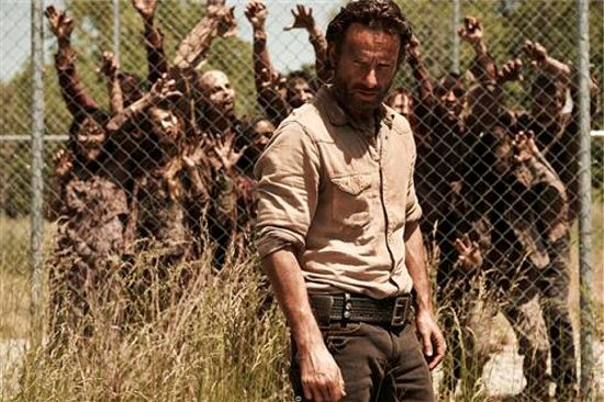 the-walking-dead-season-4-rick-grimes-walkers