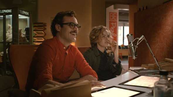 "(L-r) JOAQUIN PHOENIX as Theodore and AMY ADAMS as Amy in the romantic drama ""HER,"" directed by Spike Jonze, a Warner Bros. Pictures release."