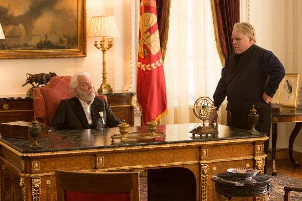 President Snow (Donald Sutherland, left) and Plutarch Heavensbee (Philip Seymour Hoffman, right) in THE HUNGER GAMES: CATCHING FIRE. Photo Credit: Murray Close