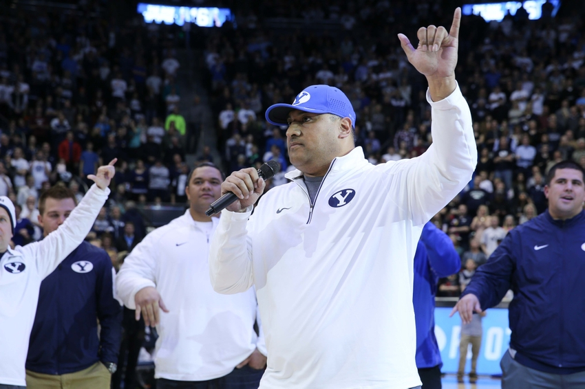 9088459-kalani-sitake-ncaa-basketball-pepperdine-brigham-young
