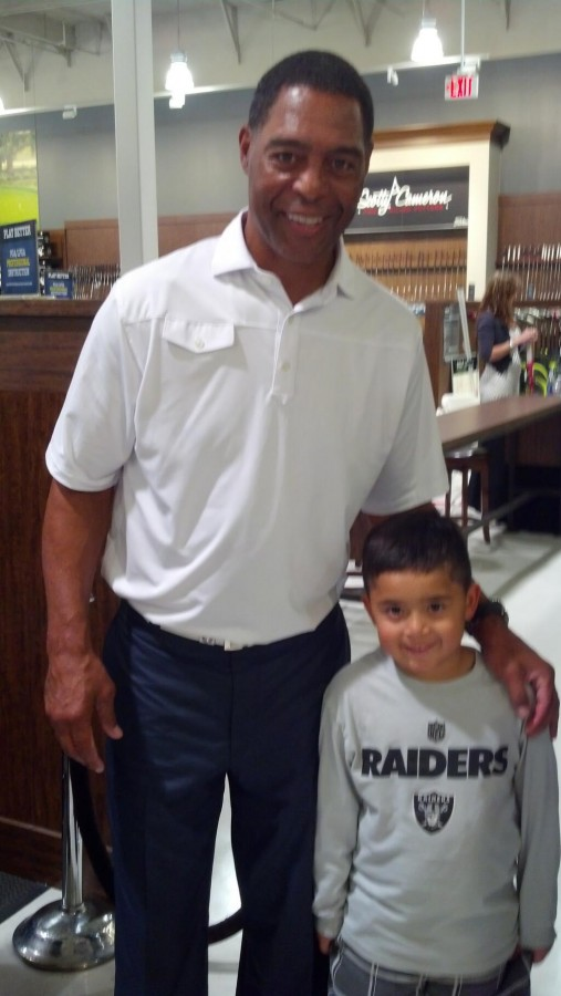 Marcus Allen take time out from his appearance in Las Vegas, to take pictures with fans and answer a few questions for Just Blog Baby