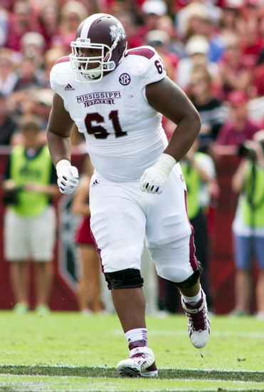gabe jackson lines up at offensive guard for mississippi state