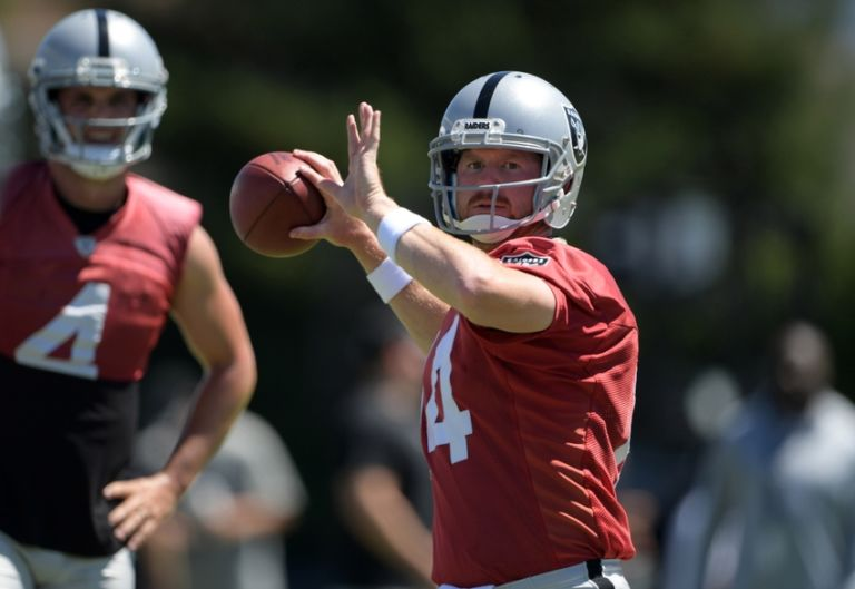 9413172-derek-carr-matt-mcgloin-nfl-oakland-raiders-training-camp-1-768x529