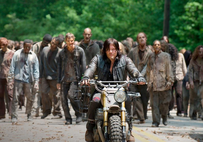 http://cdn.fansided.com/wp-content/blogs.dir/280/files/2015/10/the-walking-dead-episode-601-daryl-reedus-post-800x600-850x560.jpg