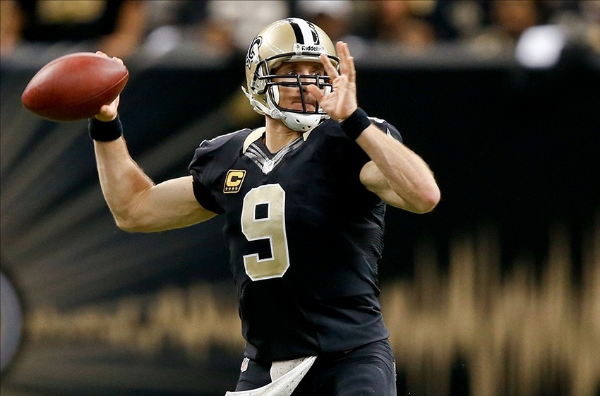 Drew Brees Throwing Football Drew Brees 9 Throws a