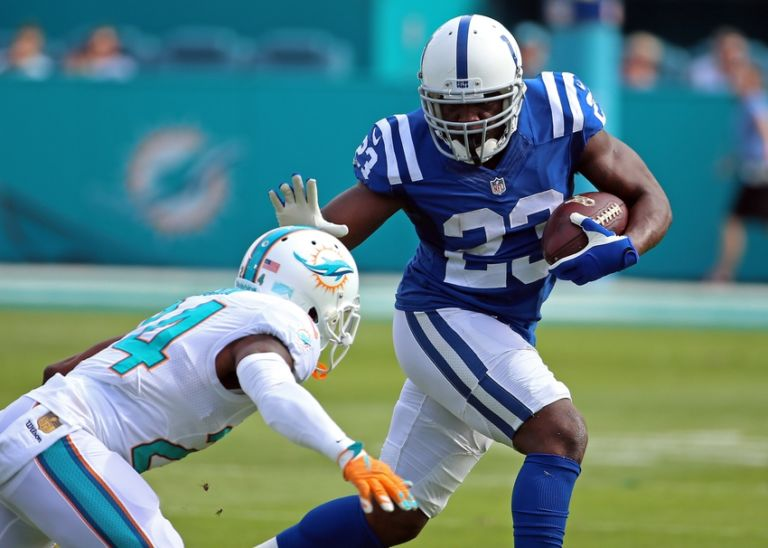 Brent-grimes-frank-gore-nfl-indianapolis-colts-miami-dolphins-768x548