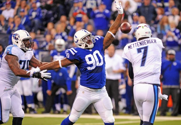 9035779-kendall-langford-zach-mettenberger-nfl-tennessee-titans-indianapolis-colts-768x533