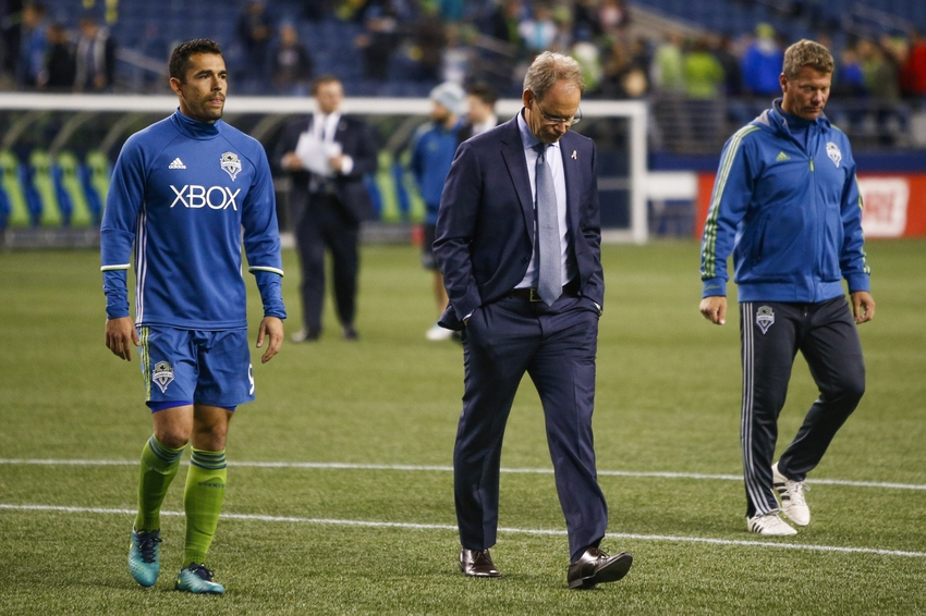 9603809-herculez-gomez-brian-schmetzer-mls-houston-dynamo-seattle-sounders-fc
