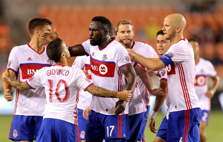9464130-jozy-altidore-mls-toronto-fc-houston-dynamo-1-850x542