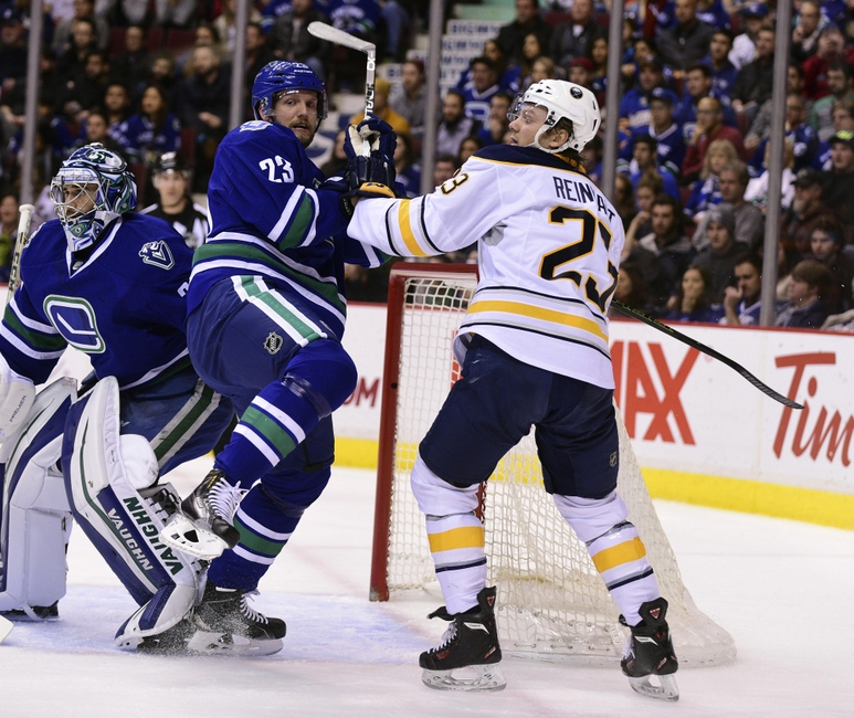 Canucks stay perfect, down Sabres 2-1