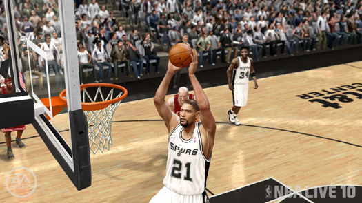 Duncan glides in for two of his 12 points.