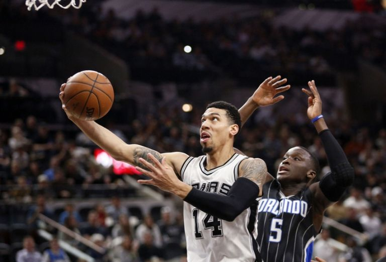 Danny-green-victor-oladipo-nba-orlando-magic-san-antonio-spurs-768x0